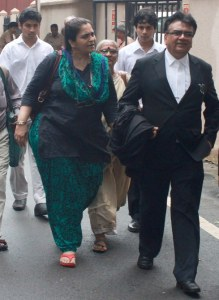 Social Activist Testa Setalvad arrived at Session Court in Mumbai.. Photo by Bhushan Koyande